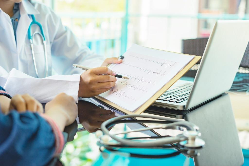 Herzschwäche – CRT-Schrittmacher mit oder ohne Defibrillator?