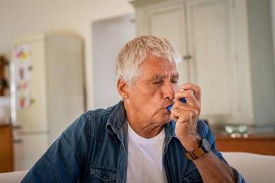Überarbeitet: Kurzinformation zur COPD und drei fremdsprachige Gesundheitsinformationen